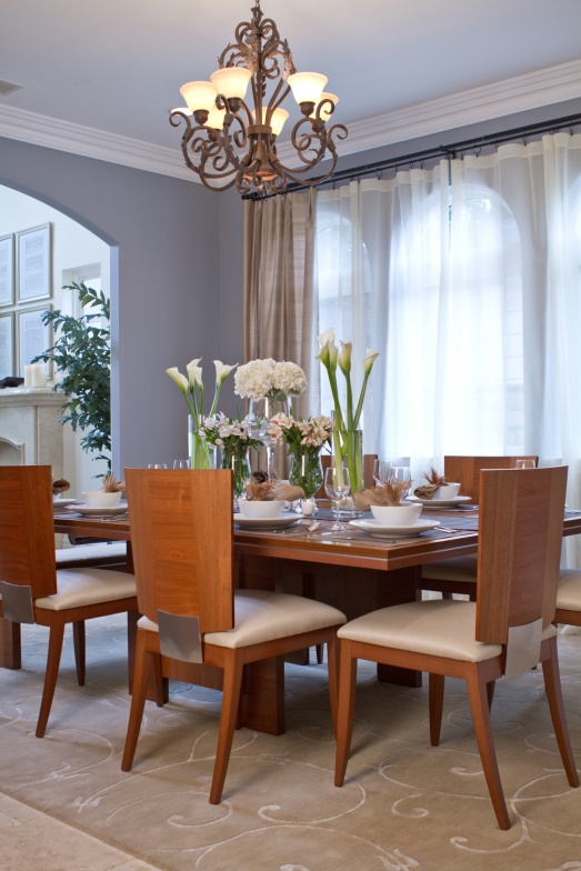 Soothing dining room by interior designer Shirry Dolgin A.S.D. Interiors